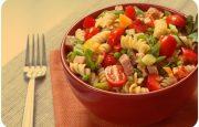 Sebzeli ve Salamlı Makarna Salatası Tarifi