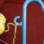 Çamaşır Askısında Pratik Ponpon Yapılışı