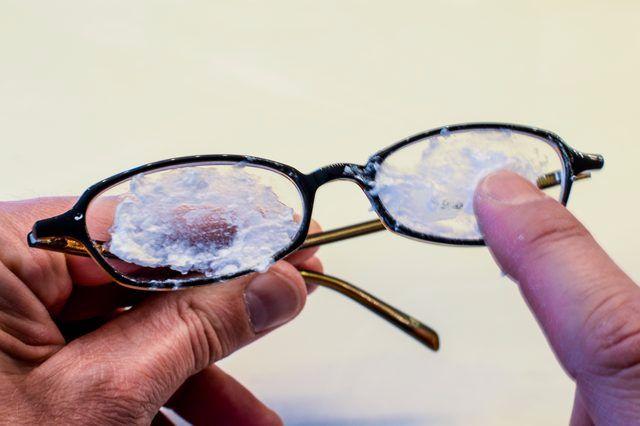 Çizilen Gözlük Camları Nasıl Onarılır?